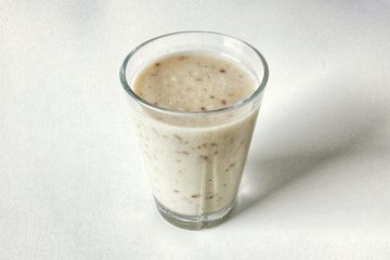 Picture of vegan banana tahini shake with dates
